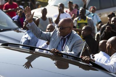 South Africa's ANC rolls to victory, boosting Zuma...