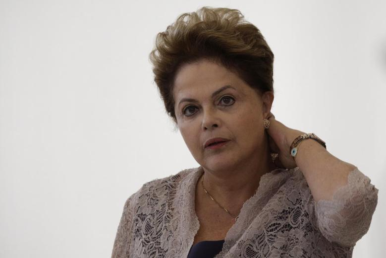 Brazil's President Dilma Rousseff reacts during an announcement contracting for new sanitation services of PAC2 (Growth Acceleration Program) to municipalities with up to 50,000 inhabitants, at the Planalto Palace in Brasilia May 6, 2014. REUTERS/Ueslei Marcelino