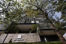 Foto da fachada da sede da Petrobras no Rio de Janeiro, em abril. 10/05/2014 REUTERS/Sergio Moraes