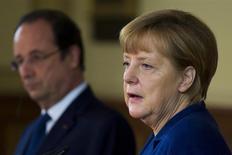 La canciller alemana, Angela Merkel, dijo el sábado que su Gobierno apoyaría una unión entre la firma de ingeniería alemana Siemens y su rival francesa Alstom, si los responsables de esas empresas decidían que esa alianza tendría sentido. REUTERS/Thomas Peter (GERMANY - Tags: POLITICS)