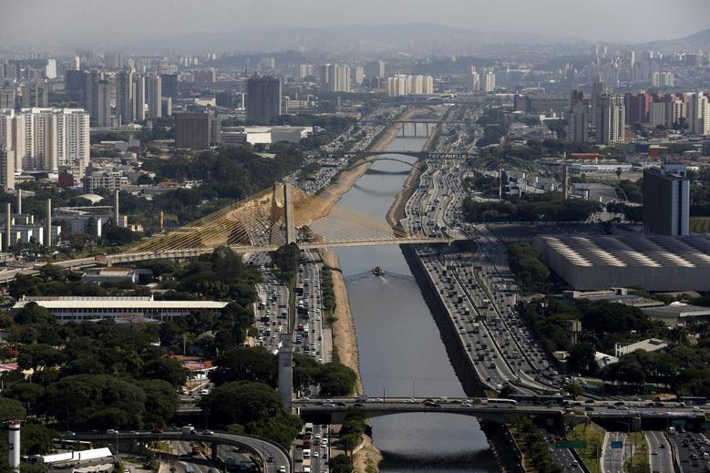 An aerial view of the Tiete river is seen in the city of Sao Paulo May 8, 2014. REUTERS/Paulo Whitaker