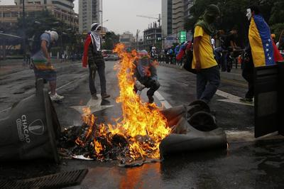 Venezuela's Maduro rails at 'stupid' U.S. sanctions...