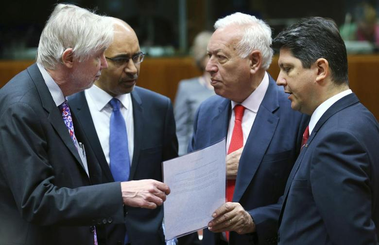 (L-R) Finnish Foreign Minister Erkki Tuomioja, French Junior Minister in charge of European Affairs Harlem Desir, Spanish Foreign Minister Jose Manuel Garcia-Margallo and Romanian Foreign Minister Titus Corlatean attend an European Union foreign ministers meeting in Brussels May 12, 2014. REUTERS/Francois Lenoir