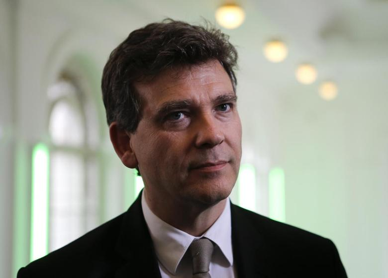 French Economy minister Arnaud Montebourg gives a statement to the media at Hamburger Bahnhof museum in Berlin, May 9, 2014. REUTERS/Fabrizio Bensch
