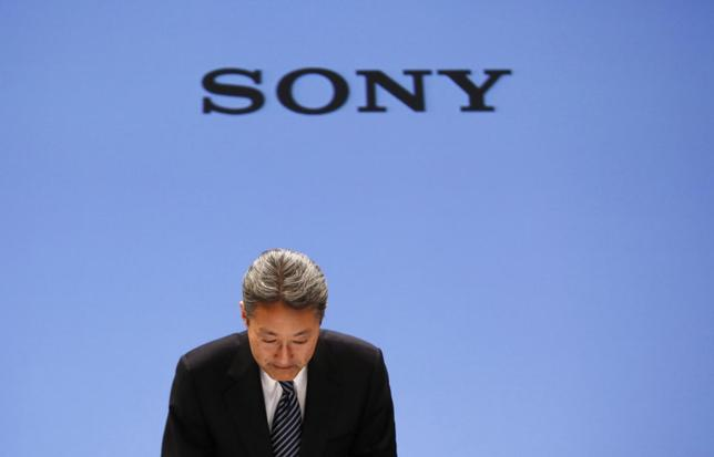 Sony Corp President and Chief Executive Officer Kazuo Hirai bows during a news conference at the company's headquarters in Tokyo February 6, 2014. REUTERS/Toru Hanai