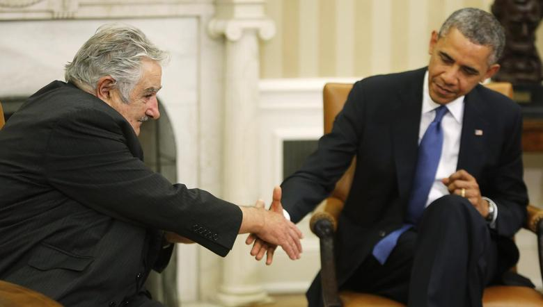 U.S. President Barack Obama (R) reaches out to shake hands as he welcomes Uruguay's President Jose Mujica (L) before their meeting in the Oval Office in Washington May 12, 2014. REUTERS/Jonathan Ernst
