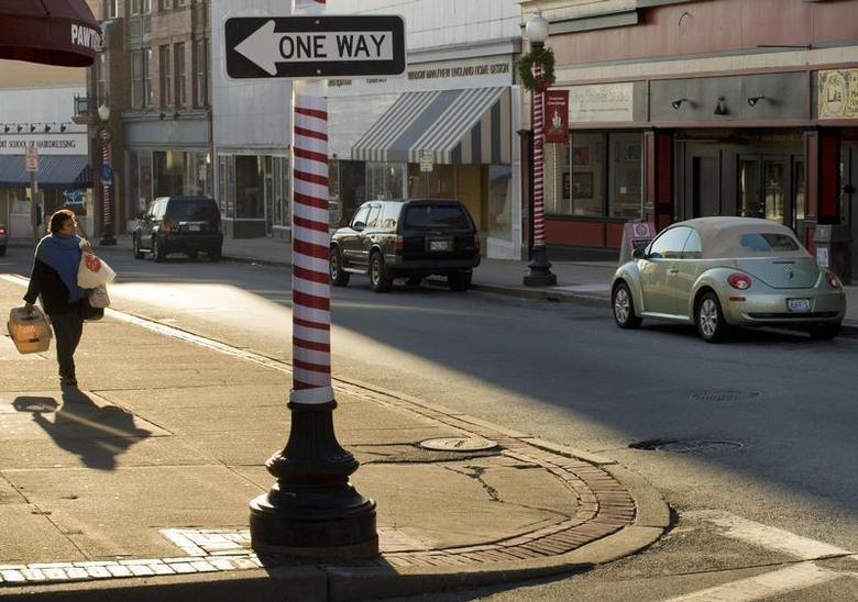 A woman walks along Main Street in Pawtucket, Rhode Island December 2, 2008. REUTERS/Brian Snyder