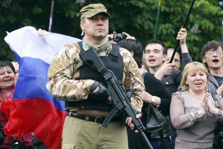 A bodyguard hold his weapon during a rally to mark and celebrate the announcement of the results of the referendum on the status of Luhansk region in Luhansk May 12, 2014. REUTERS/Valentyn Ogirenko