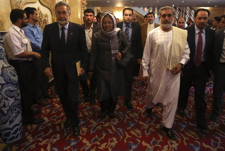 Afghan presidential candidate Abdullah Abdullah (2nd R) and Afghan presidential candidate Zalmai Rassoul (L) arrive for a joint news conference in Kabul May 11, 2014. REUTERS/Omar Sobhani