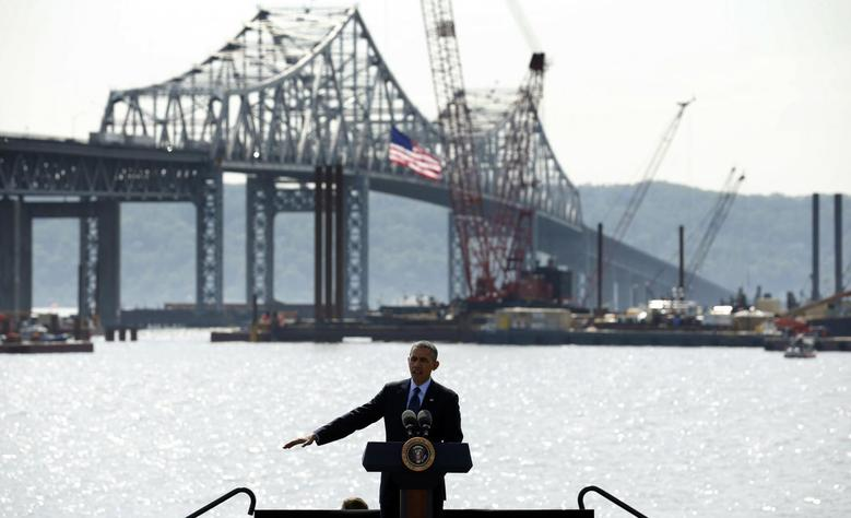 U.S. President Barack Obama speaks about transportation infrastructure during a visit to the Tappan Zee Bridge in Tarrytown, New York May 14, 2014. REUTERS/Kevin Lamarque