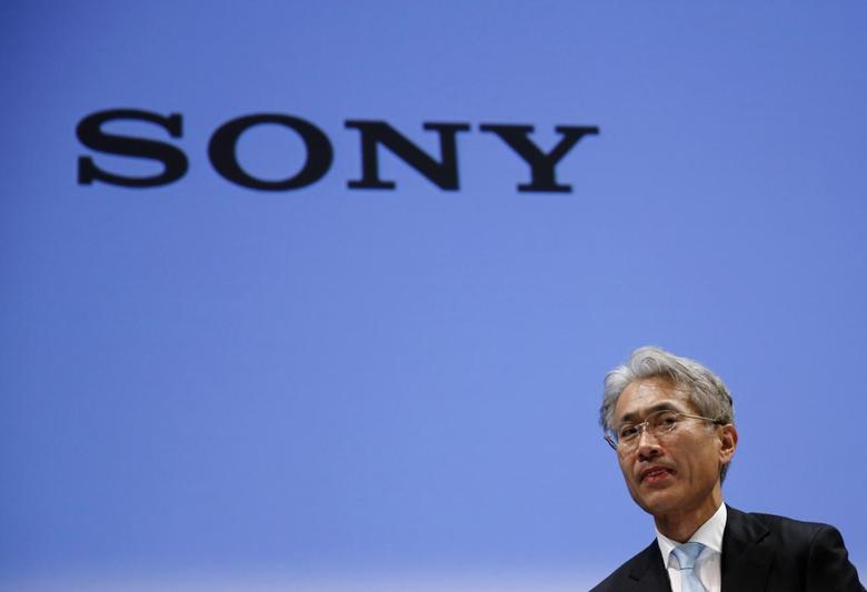 Sony Corp's Chief Financial Officer Kenichiro Yoshida leaves a news conference in Tokyo May 14, 2014. REUTERS/Toru Hanai