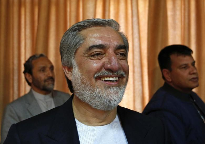 Afghan presidential candidate Abdullah Abdullah (C) smiles before a news conference in Kabul April 27, 2014. REUTERS/Mohammad Ismail