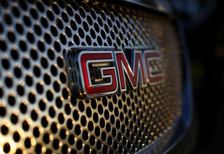 A General Motors logo is seen on a Denali vehicle for sale at the GM dealership in Carlsbad, California January 4, 2012. Automakers ended the year with strong U.S. sales but forecast lower growth in 2012, as a sluggish economic recovery is expected to continue.   REUTERS/Mike Blake  (UNITED STATES - Tags: TRANSPORT BUSINESS LOGO) - RTR2VWBZ
