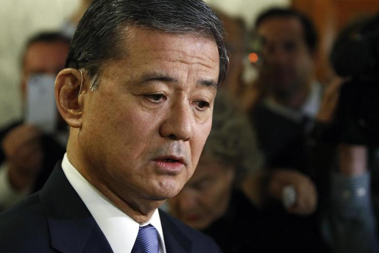U.S. Department of Veterans Affairs Secretary Eric Shinseki addresses reporters after testifying before a Senate Veterans Affairs Committee hearing on VA health care, on Capitol Hill in Washington May 15, 2014. REUTERS/Jonathan Ernst