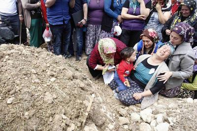 Mass funerals, mounting anger as Turkey mourns mine...