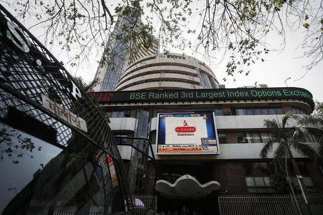 The Bombay Stock Exchange (BSE) building is pictured next to a police van in Mumbai April 9, 2014. REUTERS/Danish Siddiqui