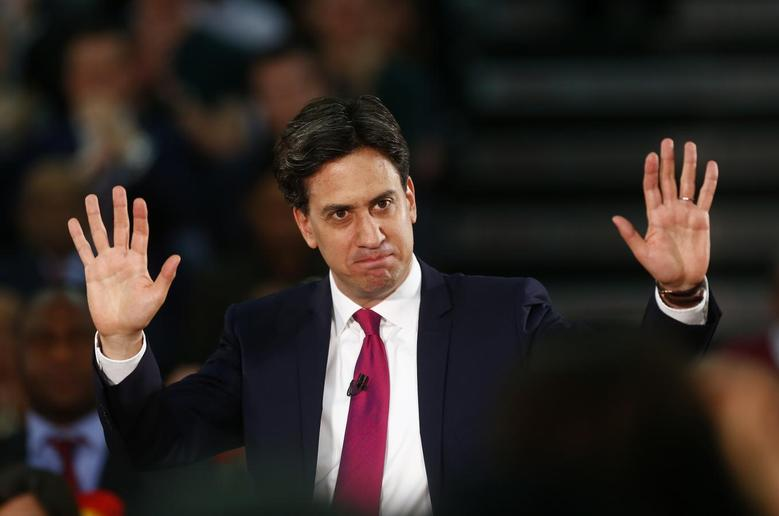 Britain's opposition Labour Party leader Ed Miliband gestures as he speaks to supporters at a sports centre in Redbridge, southern England May 1, 2014. REUTERS/Andrew Winning