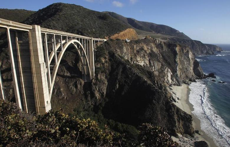 View of the Pacific Ocean and the Bixby Bridge looking south along State Route 1 highway near Big Sur, California, September 17, 2013. REUTERS/Michael Fiala