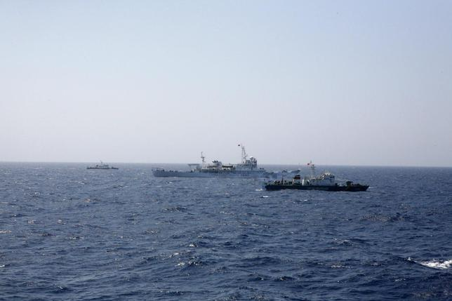 Two Vietnamese Marine Guard ships flank a Chinese coast guard vessel (C) on the South China Sea, about 210 km (130 miles) offshore of Vietnam May 15, 2014. REUTERS/Nguyen Minh