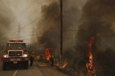 California fire crews subdue San Diego-area wildfires