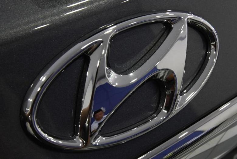 The logo of Hyundai Motor is seen on a car displayed at a Hyundai dealership in Seoul July 26, 2012. REUTERS/Kim Hong-Ji
