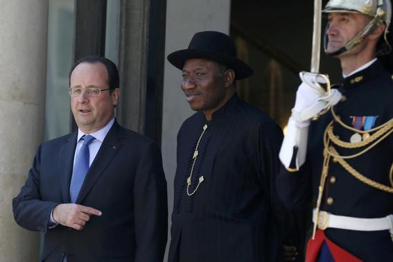 French President Francois Hollande (L) welcomes Nigerian President Goodluck Jonathan as he arrives to attend the African Security Summit at the Elysee Palace in Paris, May 17, 2014. REUTERS-Gonzalo Fuentes