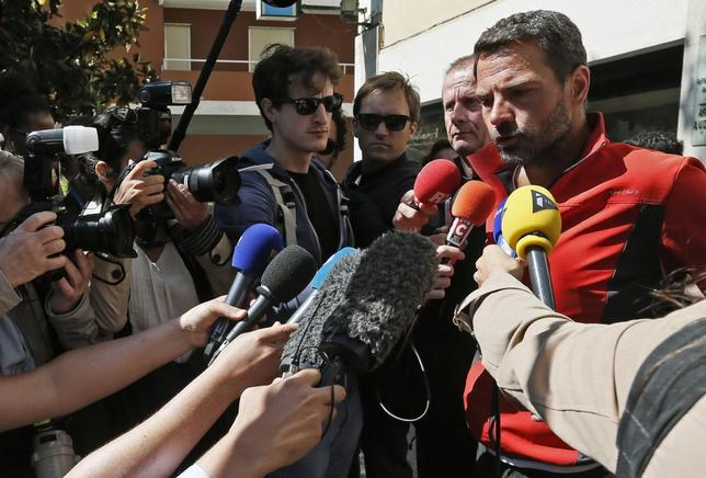 Jerome Kerviel (R), former trader of French bank Societe Generale, talks to the media in front of his hotel in Ventimiglia May 18, 2014. REUTERS/Jean-Paul Pelissier