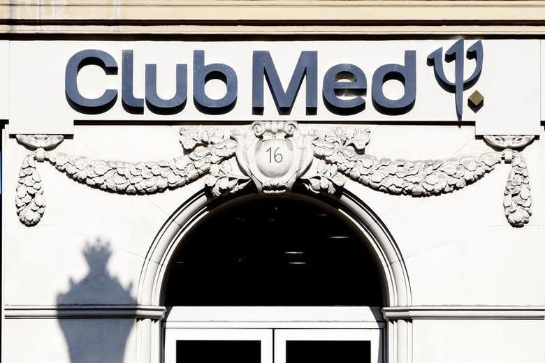 A Club Med travel agency is seen in Paris May 12, 2009. REUTERS/Charles Platiau