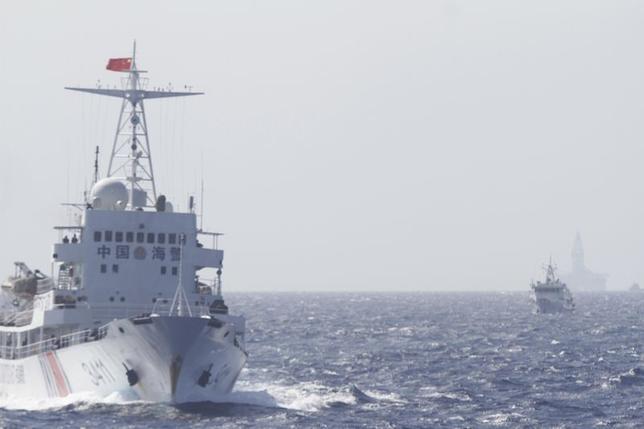 5月16日、アジアで反中感情が一層高まり、主権争いで貿易経済の促進が阻害されれば、中国も同様に火傷を負うことになる。写真は中国の監視船。南シナ海で14日撮影(2014年 ロイター/Nguyen Minh)
