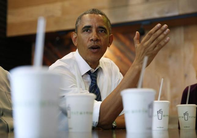 U.S. President Barack Obama talks while having lunch with construction workers at Shake Shack in Washington May 16, 2014. REUTERS/Kevin Lamarque