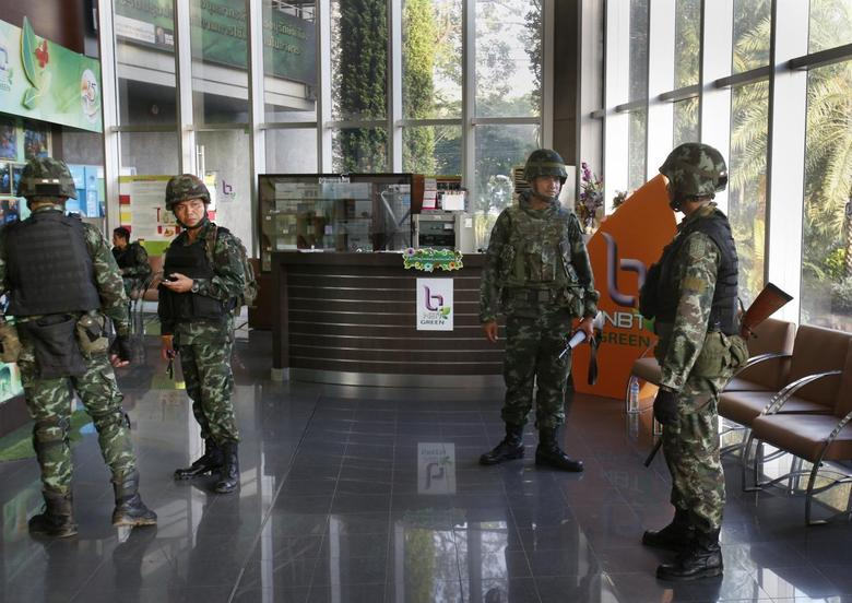 Thai soldiers occupy the foyer of the National Broadcasting Services of Thailand television station in Bangkok May 20, 2014. REUTERS/Athit Perawongmetha