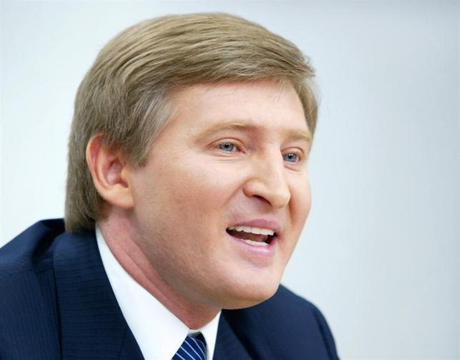 An eastern Ukrainian steel and coal magnate Rinat Akhmetov who is considered Viktor Yanukovych's main financial backer answers journalist's question during his news conference in Kiev, March 30, 2006. REUTERS/Ivan Chernichkin