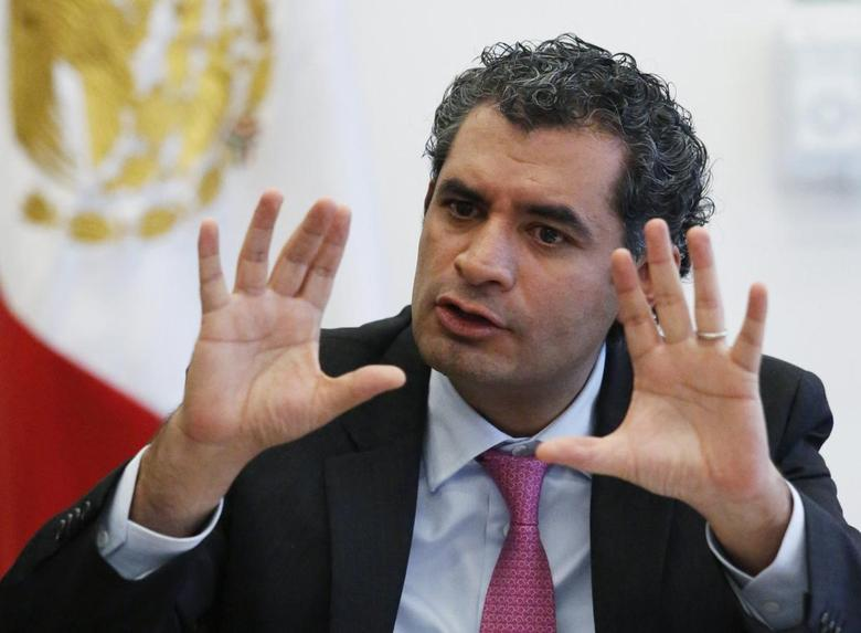 Federal Electricity Commission (CFE) chief executive Enrique Ochoa gestures during an interview with Reuters in Mexico City May 19, 2014. REUTERS/Bernardo Montoya