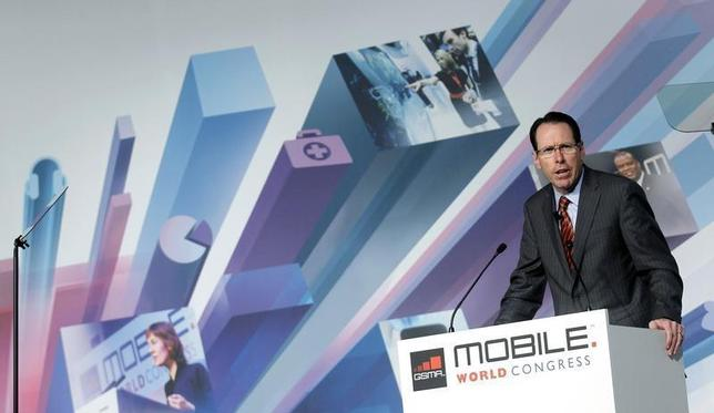 AT&T's Chairman and CEO Randall Stephenson speaks during a news conference at the Mobile World Congress in Barcelona, February 25, 2013. REUTERS/Albert Gea