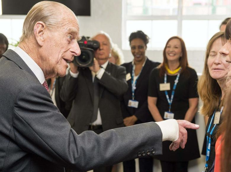 Britain's Prince Philip (L) meets members of staff during a visit to the Margaret Pyke Centre in London May 21, 2014. REUTERS/Paul Grover/Pool