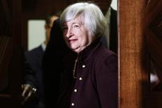 La présidente de la Fed, Janet Yellen. Les responsables de la Réserve fédérale ont évoqué le mois dernier la question de la normalisation de sa politique monétaire, discutant notamment des outils qu'ils pourraient employer, même si rien n'a été décidé, montre le compte rendu de la dernière réunion du Comité de politique monétaire (FOMC). /Photo prise le 15 mai 2014/REUTERS/Jonathan Ernst