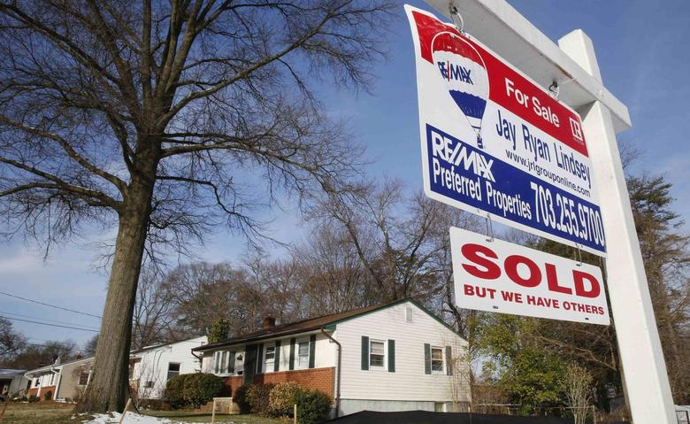 A home ''SOLD'' sign hangs in front of a house in Vienna, on the day the National Association of Realtors issues its Pending Home Sales for February report, in Virginia March 27, 2014. REUTERS/Larry Downing