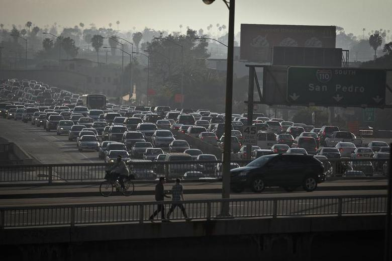 Traffic is backed up in all directions as it moves through downtown on Interstate 110 in Los Angeles, California March 22, 2012. REUTERS/Bret Hartman