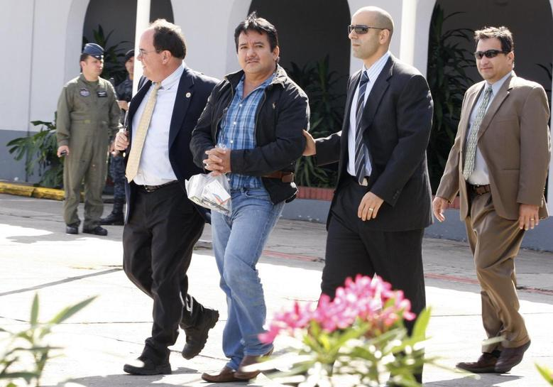 Juan Ortiz Lopez, (C), known as ''Chamale'', is escorted for his extradition to the U.S. at the Air Force base in Guatemala City May 22, 2014. REUTERS/Stringer
