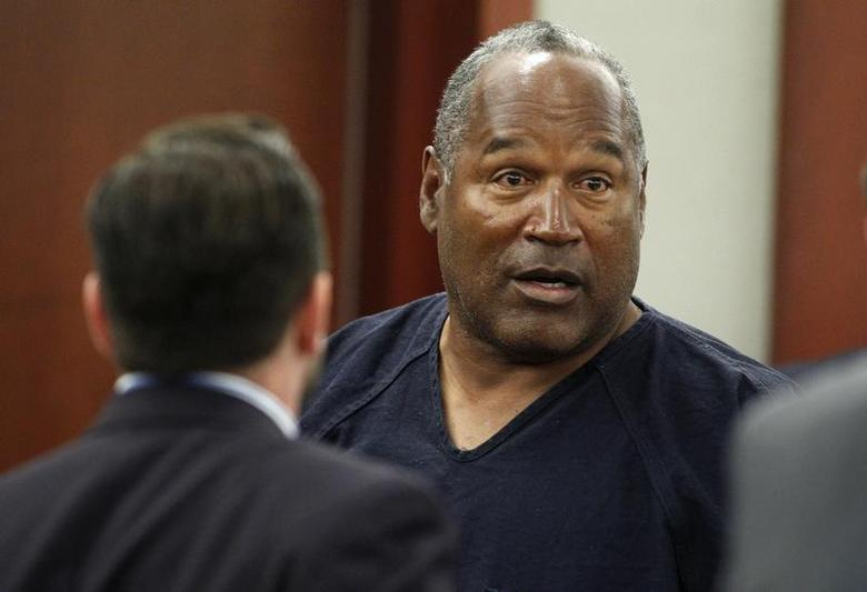O.J. Simpson stands at the end of an evidentiary hearing in Clark County District Court in Las Vegas, Nevada May 17, 2013. REUTERS/Steve Marcus