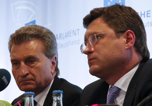 Russian Energy Minister Alexander Novak (R) and Guenther Oettinger, EU energy commissioner attend a news conference in Berlin, May 19, 2014. REUTERS/Fabrizio Bensch