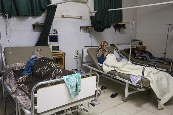 People, affected by what activists say was a gas attack, receive treatment inside a makeshift hospital in Kfar Zeita village in the central province of Hama May 22, 2014. REUTERS-Badi Khlif