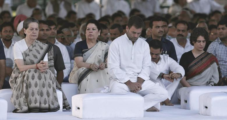 India's Congress party chief Sonia Gandhi (L), son and lawmaker Rahul Gandhi (C), daughter Priyanka Gandhi Vadra (2nd R) and Priyanka's husband Robert Vadra (3rd R) sit after paying respects at the Rajiv Gandhi memorial on the occasion of the former Indian Prime Minister's 23rd death anniversary in New Delhi May 21, 2014. REUTERS/Adnan Abidi