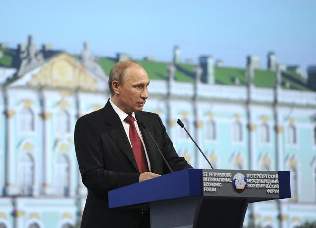 Russia's President Vladimir Putin speaks during a session of the St. Petersburg International Economic Forum 2014 (SPIEF 2014) in St. Petersburg May 23, 2014. REUTERS/Mikhail Klimentyev/RIA Novosti/Kremlin