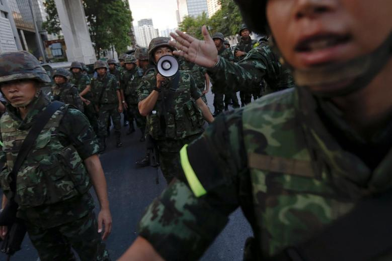 Soldiers try to control a crowd protesting against military rule in central Bangkok, a day after the Thai army chief seized power in a coup May 23, 2014. REUTERS/Damir Sagolj