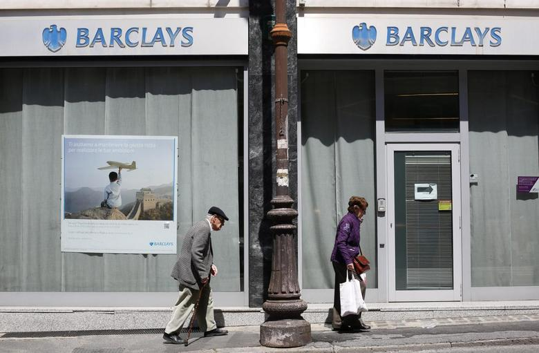A couple walks past a Barclays branch in downtown Rome May 8, 2014. REUTERS/Max Rossi