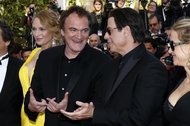Director Quentin Tarantino (2ndL), actress Uma Thurman (L), actor John Travolta (2ndR) and his wife Kelly Preston pose on the red carpet they arrive for the screening of the film ''Sils Maria'' (Clouds of Sils Maria) in competition at the 67th Cannes Film Festival in Cannes May 23, 2014.  REUTERS/Benoit Tessier
