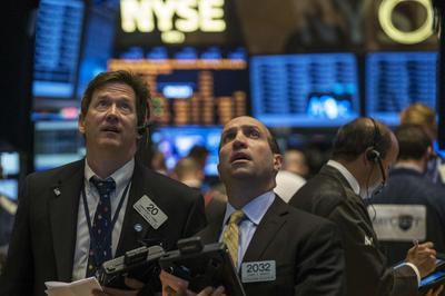 S&P 500 ends at record on housing, HP; transports fly
