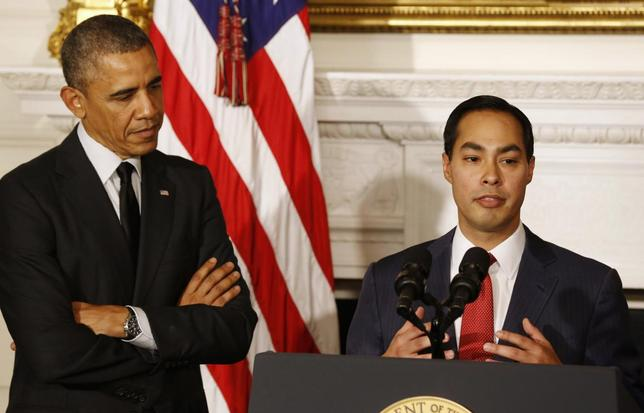U.S. President Barack Obama announces that San Antonio Mayor Julian Castro (R) will be his choice as the new Secretary of HUD, in the State Dining Room at the White House in Washington May 23, 2014. REUTERS/Larry Downing