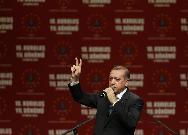 Turkish Prime Minister Tayyip Erdogan gestures as he speaks to supporters during his visit in Cologne May 24, 2014. REUTERS/Wolfgang Rattay